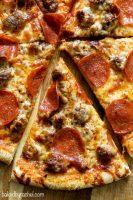 Smoked chicken & salami pizza